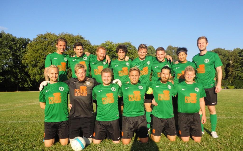 Herre 2 efteråret 2013 - Siden hen er der kommet en del udskiftninger på holdet. Men trøjerne er stadig de samme!