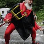 Heimdalerne mindede i nogen grad om den tyske 'Tour de France-djævel' og gjorde sit for at heppe de trætte løbere i mål.